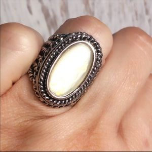 Pretty Vintage Mother Of Pearl Ring ss 7